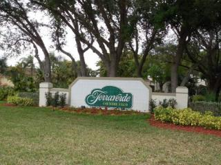 Bright Condo with Internet Access and Dishwasher - Fort Myers vacation rentals