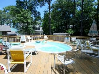 Quiet 4 BR with Prvt Pool, 4 Blocks from the Beach, Huge Open & Enc. Decks, Inc Linens & Bath Towels - Bethany Beach vacation rentals