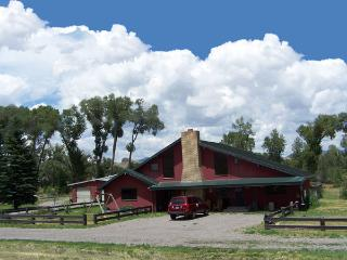 Cabin for 4 (linens provided) or Lodge for 20(byo) - Del Norte vacation rentals