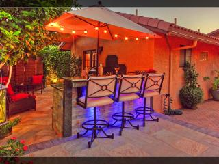 Gorgeous Mini Resort Outdoor Bar/Grill/Spa/ Fun! - La Quinta vacation rentals