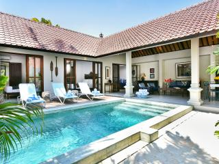 VILLA MERAH STEPS TO BEACH, BAR, AND RESTAURANTS - Kuta vacation rentals
