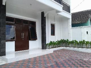 Comfortable 8 bedroom Yogyakarta House with Internet Access - Yogyakarta vacation rentals