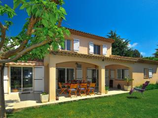 Lovely House with DVD Player and A/C - Juan-les-Pins vacation rentals