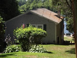 LAKES EDGE | BOOTHBAY HARBOR | WEST HARBOR POND | TWO DECKS | LAKE SIDE TERRACE | PET-FRIENDLY | ROW BOAT INCLUDED| FRESH WATER SWIMMING | FAMLY VACATION | SECLUDED RETREAT - Boothbay vacation rentals