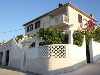 02101POST  A3(6+2) - Postira - Postira vacation rentals