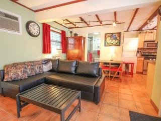 COTTAGE & POOL 1BDRM/1BATH QUIET/PRIVATE SPACIOUS - Fort Lauderdale vacation rentals