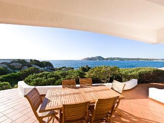 Bellissima Villa fronte mare a 70 metri dal mare - Santa Teresa di Gallura vacation rentals