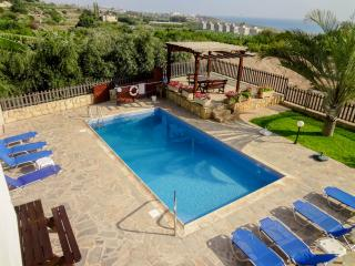 Comfortable Villa, 4BR,private pool, mature garden - Kissonerga vacation rentals