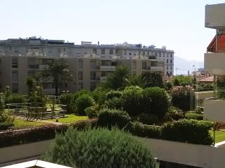 Croisette Best Location walking distance from all - Cannes vacation rentals