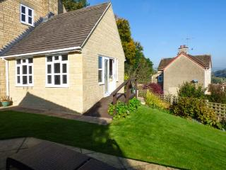 GARDEN VIEW, studio accommodation, hot tub, romantic retreat, in Nailsworth, Ref 927772 - Nailsworth vacation rentals