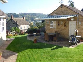 GARDEN VIEW, studio accommodation, hot tub, romantic retreat, in Nailsworth, Ref 927772 - Nailsworth vacation rentals