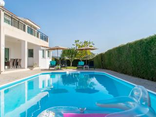 4BR,Sleeps 10 Modern villa,private pool,games,wifi - Peyia vacation rentals