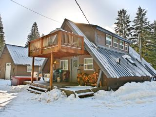 Getaway Chalet & Bunkhouse - Greenwater vacation rentals