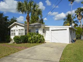 Cozy Waterfront Beach Cottage on Indian Rocks Beach! - Indian Rocks Beach vacation rentals
