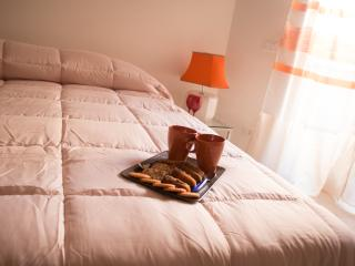 Ginger and Lemon House - Orange bedroom - Rome vacation rentals