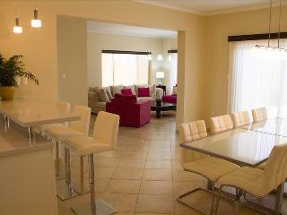 4 Bedroom Deluxe Villa - Diamante 174 - Noord vacation rentals