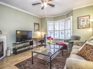 Spacious Downtown 2-Level Suite! - Toronto vacation rentals