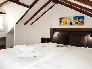MOURARIA I, central Lisbon penthouse by St. George - Lisbon vacation rentals