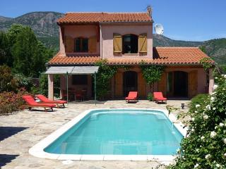 Villa Estelle, private pool, mountain views, wifi - Fuilla vacation rentals