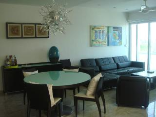 Bamboo Penthouse w private Jacuzzi - Playa del Carmen vacation rentals