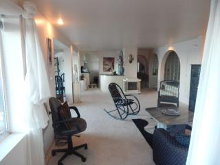 Cozy Studio with Internet Access and Satellite Or Cable TV - Qualicum Beach vacation rentals