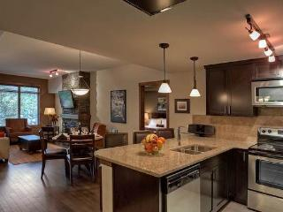 Canmore Stoneridge Luxury 2 Bedroom Family Condo with Pool and Hot Tub - Canmore vacation rentals