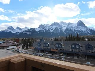 Canmore Crossing 3 Bedroom Penthouse with Stunning Views - Canmore vacation rentals