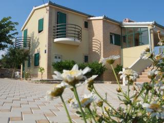 Beautiful Villa with Dishwasher and Patio - Grohote vacation rentals