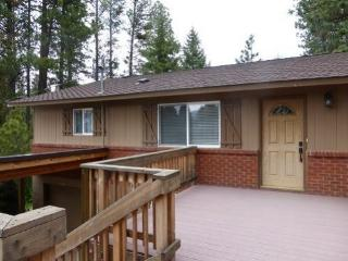 Nice House with Balcony and Water Views - Cascade vacation rentals