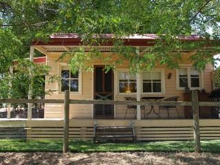 Baranduda Homestead Cottages - Saddle Hut - Wodonga vacation rentals