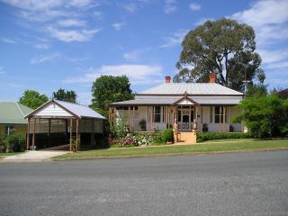 Charming 2 bedroom Corryong Bed and Breakfast with Internet Access - Corryong vacation rentals