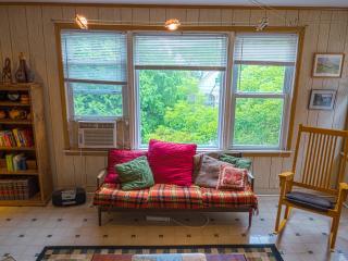 Victorian House Arty Apt Near NYC & EWR Airport - Newark vacation rentals