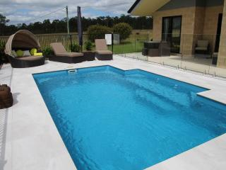 Nice Villa with A/C and Hot Tub - Pokolbin vacation rentals