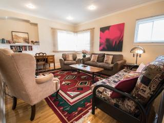 SPACIOUS 3BR HOME NEAR METRO,HEC,JGH,DOWNTOWN - Montreal vacation rentals