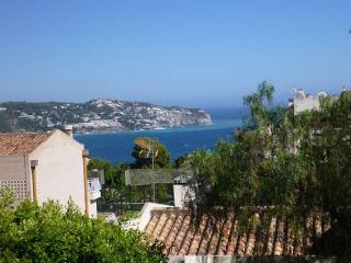 Light and cosy duplex with sea views - La Herradura vacation rentals