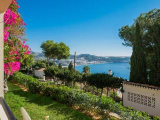 Apt. luminoso con vistas al mar - La Herradura vacation rentals