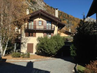 Apartment with two bedrooms, balcony and view - Courmayeur vacation rentals