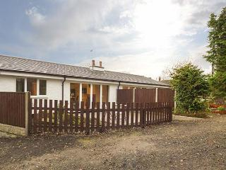 ROSE COTTAGE, modern holiday home with pretty views, multi-fuel stove, luxury finish, Belper, Ref. 927892 - Belper vacation rentals