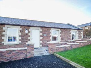 HOME STEAD COTTAGE, all ground floor, woodburner, parking, garden, in Embleton, Ref 930498 - Embleton vacation rentals