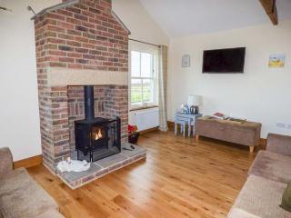 HOME STEAD COTTAGE, all ground floor, woodburner, parking, garden, in Embleton, Ref 930498 - Embleton vacation rentals