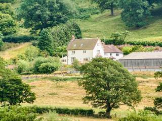 HUGLITH FARM, on farm, TV in all bedrooms, WiFi, private garden in Snailbeach, Ref 930693 - Snailbeach vacation rentals