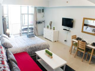 38 sqm Studio with balcony next to Greenbelt - Makati vacation rentals