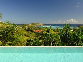 Ideal for Couples, Large Swimming Pool, Ocean Views, Close to Beaches & Restaurants - Lorient vacation rentals