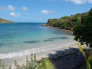 True Beachfront, Ideal for Couples, Jacuzzi, Short Drive to Restaurants & More. - Marigot vacation rentals
