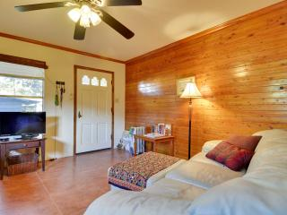 BARTON SPRINGS/ SO/CO  Cottage monthly - Austin vacation rentals