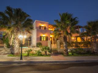 4 bedroom Villa with Internet Access in Makry-Gialos - Makry-Gialos vacation rentals