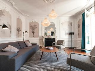 Incredible 3BD/2BTH  property with A/C & balcony view on the Louvre Museum - Paris vacation rentals