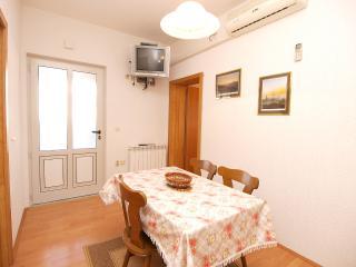 Cozy 2 bedroom Apartment in Liznjan - Liznjan vacation rentals