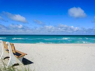 Gulf Holidays 15, 1 Bedroom, 2nd Floor, Heated Pool, WiFi, Sleeps 4 - Sarasota vacation rentals
