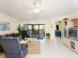 Castaway Cove 3B, 2 Bedrooms, Gulf and Lagoon View, WiFi, Sleeps 5 - Siesta Key vacation rentals